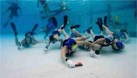 Onderwaterhockey door René Zeelen @ Zwembad 't Walfort   Aalten   Gelderland   Nederland